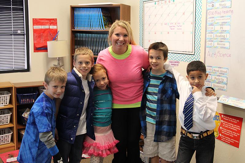 santan learn happy woman with kids